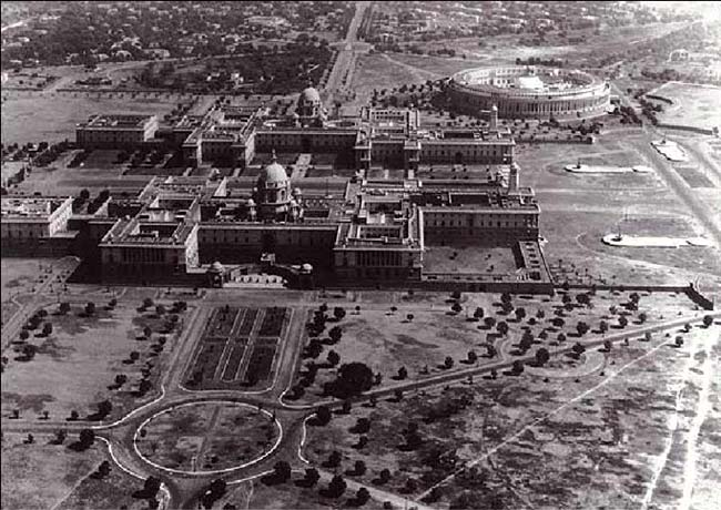 A rare view of the President's palace and the Parliament building in New Delhi.(1910)